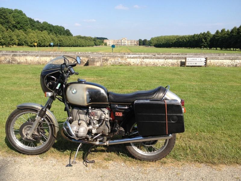 Photos de vous et de votre moto devant ....un château  2013-010