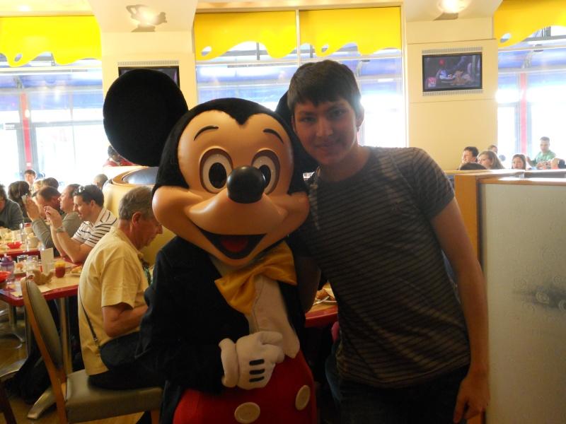Vos photos avec les Personnages Disney - Page 2 Dscn0317