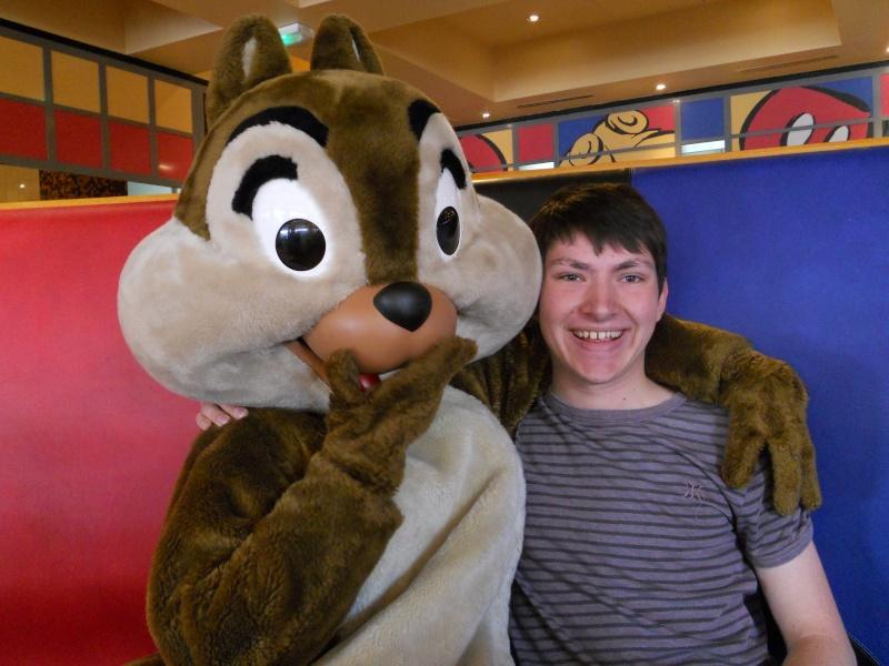 Vos photos avec les Personnages Disney - Page 2 Dscn0318