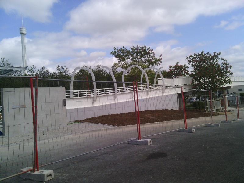 Nouvelle passerelle d'accès Parc - Hôtel du Futuroscope - Page 3 Img_2011