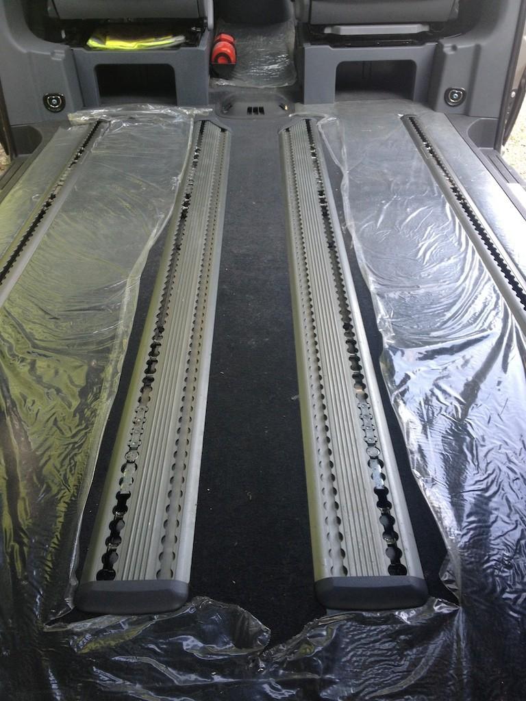 (Vendue) Vends Table Pliable Papillon pour Mercedes Viano 110