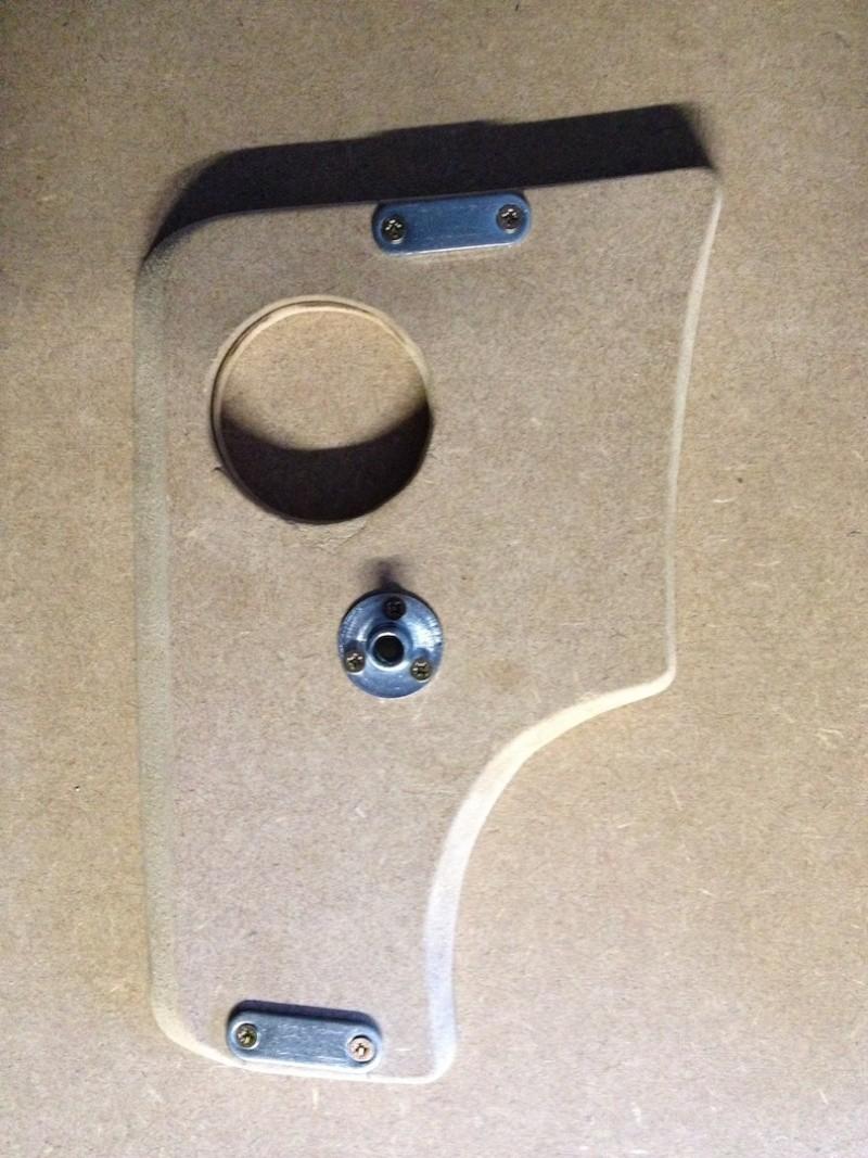 Montage d'un Contrôleur de tension Victron BMV600S pour Batterie Auxiliaire. Fixati11