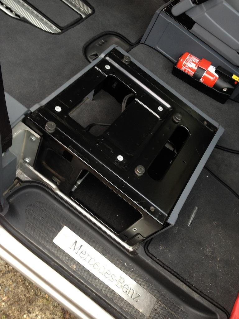 Recherche Plateau Tournant Mercedes pour siège Conducteur. Socle210