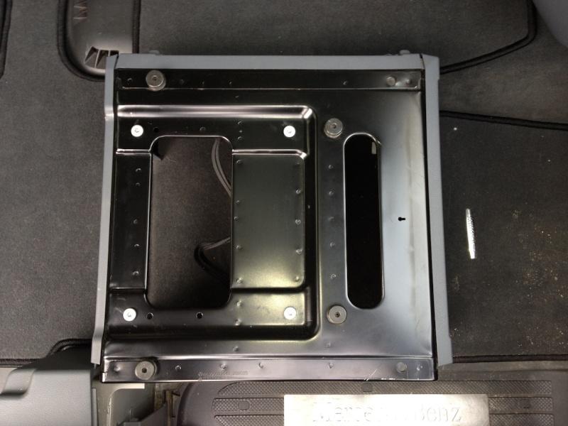 Recherche Plateau Tournant Mercedes pour siège Conducteur. Socle_10