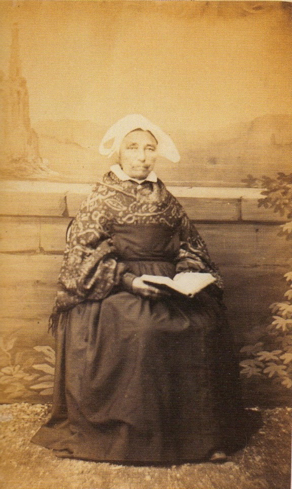 femme en coiffe de st Brieuc ( 1860 , capelle ) 2529_610