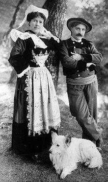 Costumes traditionnels en Bretagne vers 1900 (mode de Pont-A 57575910
