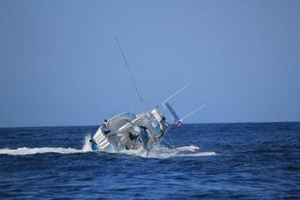 Un marlin qui coule un bateau, ça donne ça ! Marlin11