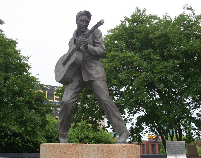 STREET VIEW : Elvis à Memphis - Tennessee - USA 43402810