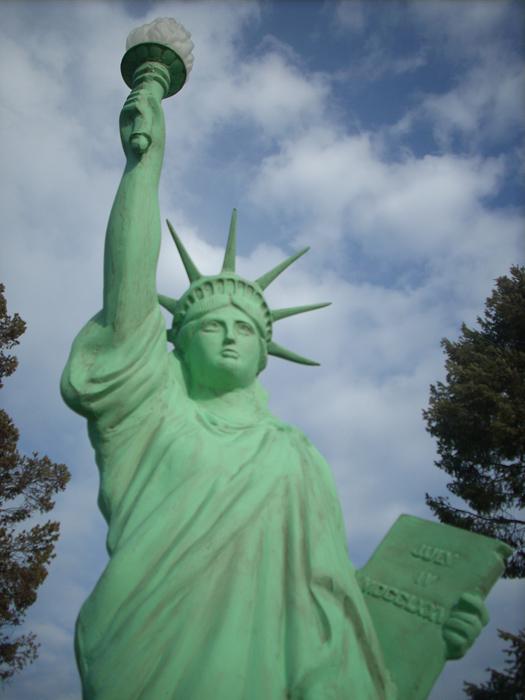 Statue de la Liberté = les répliques découvertes grâce à Google Earth - Page 5 64347211