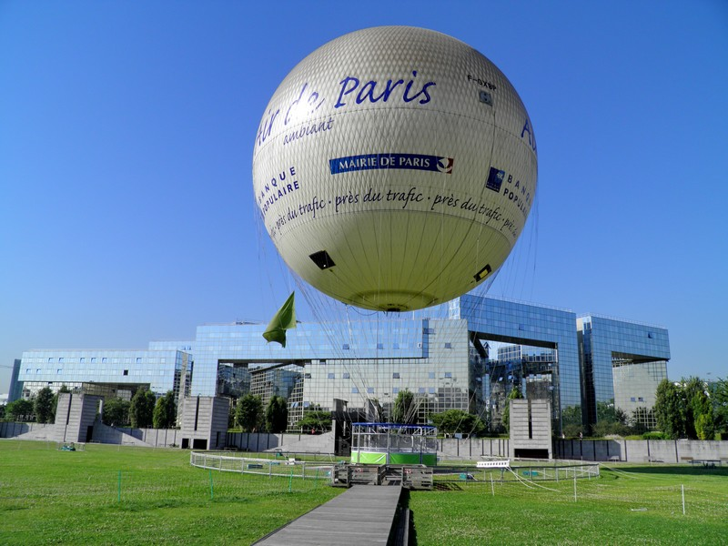 Globe dans le Parc André Citroën à Paris - France 87326310