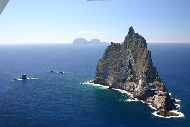 Les îles où il ne faut pas poser les pieds. 99437310