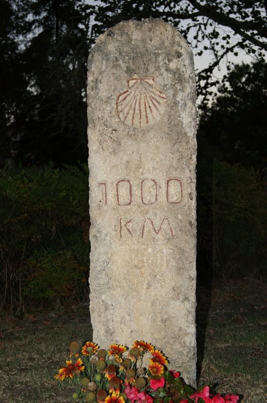 La borne des 1000km de Saint Jacques de Compostelle - Retjons - France Dsc02310