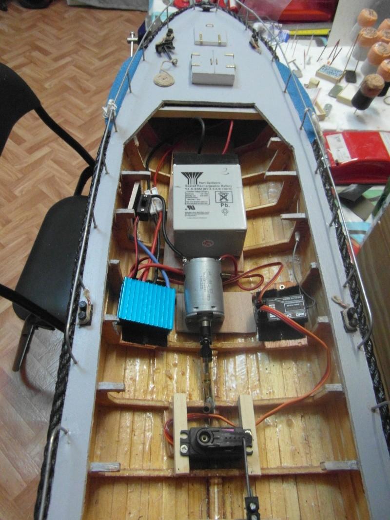 bateau pilote  échelle 1/20 - Page 2 00214
