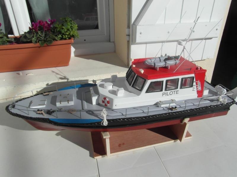 bateau pilote  échelle 1/20 - Page 2 00812