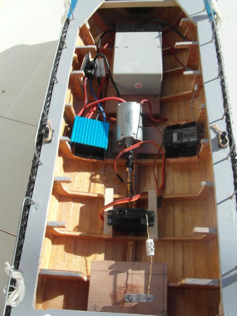 bateau pilote  échelle 1/20 - Page 2 01210