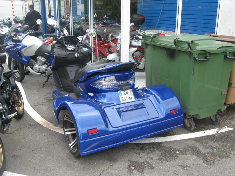 Scoot-trike vu chez mon concessionnaire aujourd'hui. De quelle marque est-il ???  Img_2612