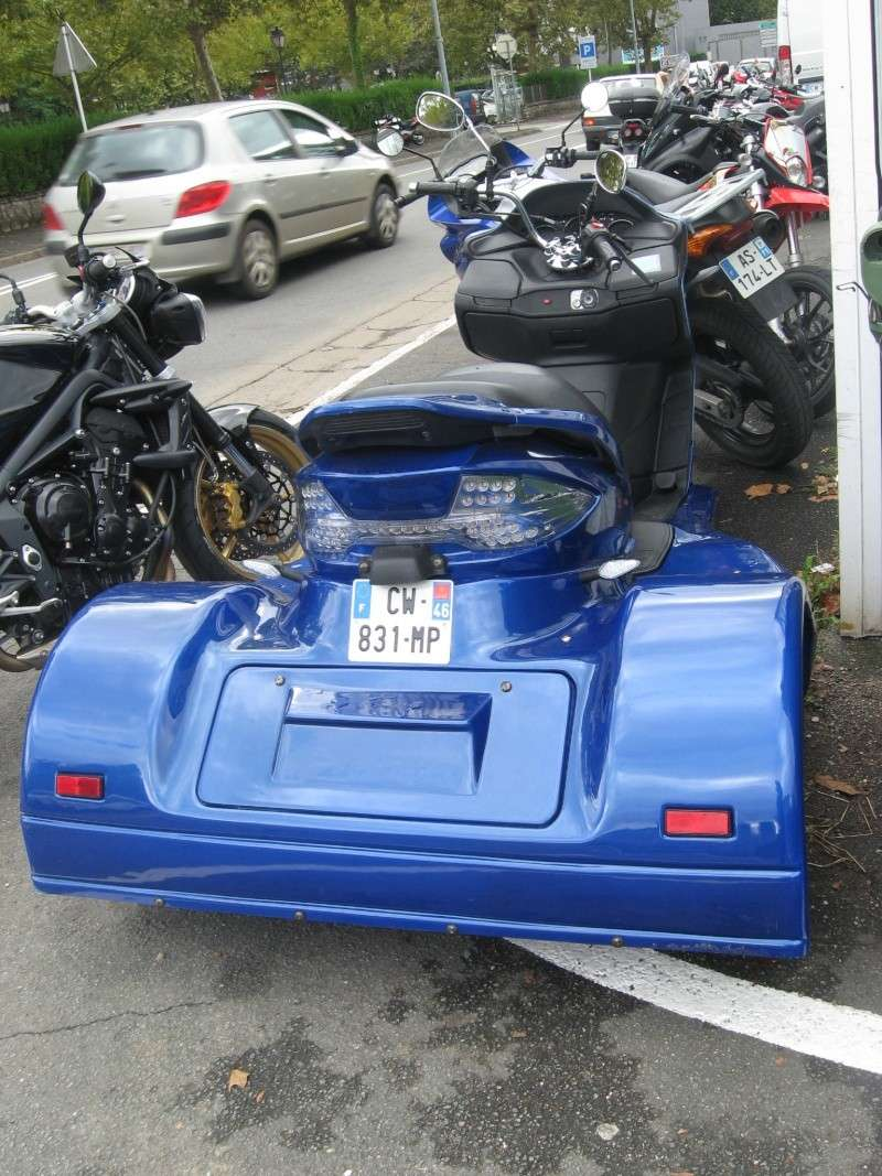 Scoot-trike vu chez mon concessionnaire aujourd'hui. De quelle marque est-il ???  Img_2613