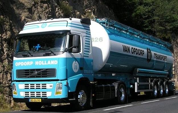 Van Opdorp (Sas van Gent) Volvo110