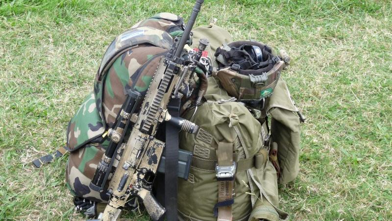 quelques fusils d'assaut (G.C.P.) 1er R.C.P. P1050459