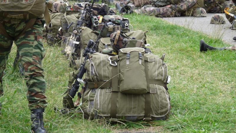 quelques fusils d'assaut (G.C.P.) 1er R.C.P. P1050460