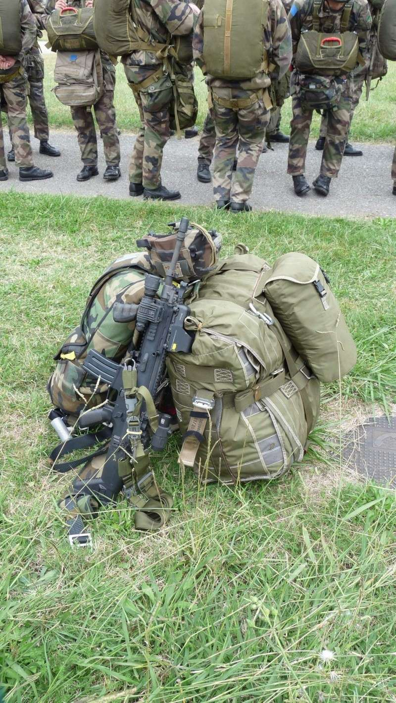 quelques fusils d'assaut (G.C.P.) 1er R.C.P. P1050461