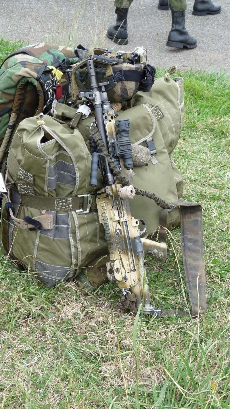 quelques fusils d'assaut (G.C.P.) 1er R.C.P. P1050462