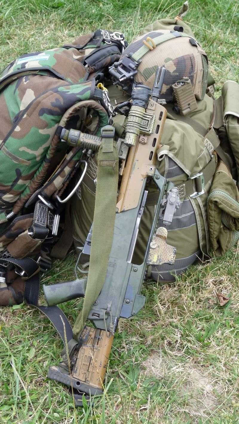 quelques fusils d'assaut (G.C.P.) 1er R.C.P. P1050464