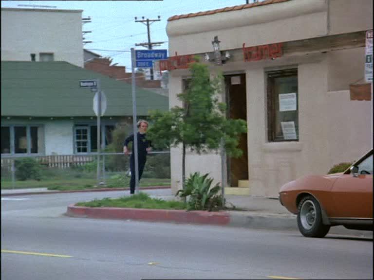 Episode 19 : La cible (Hutchinson: Murder One) Vlcsn804