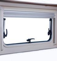 Pour le remplacement d'une fenêtre de verre acrylique ou des stores/moustiquaires dans les fenêtres ne Chercher plus chez DOMETIC que vous trouverez S710