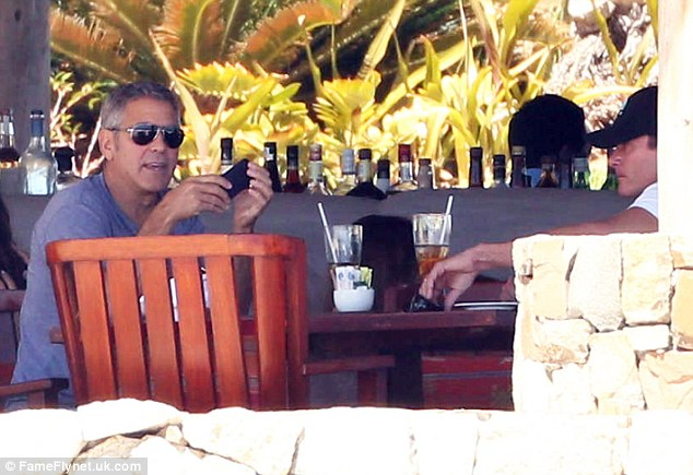 George Clooney in Cabo Aaa710