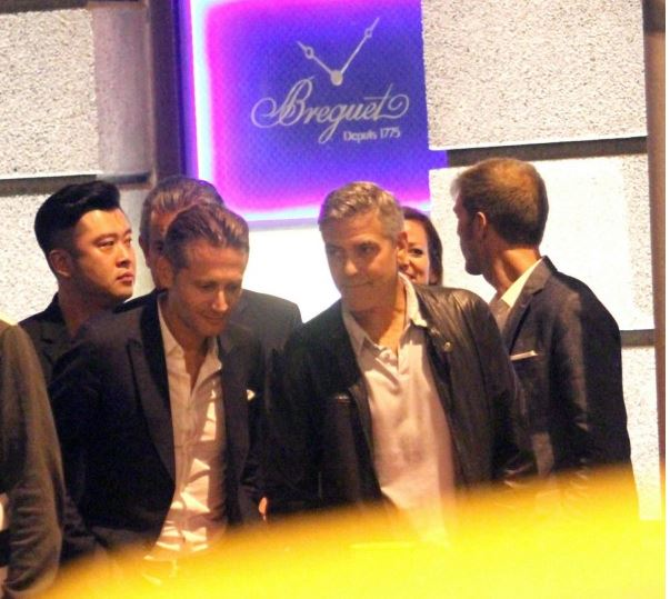 George Clooney walks with some friends through the center of Shanghai Essen310