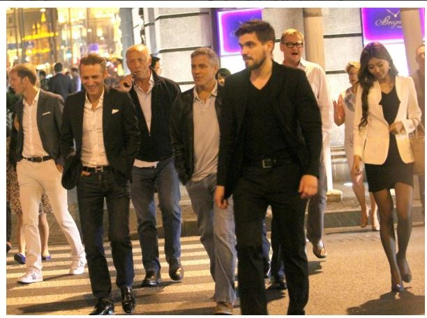 George Clooney walks with some friends through the center of Shanghai Essen610