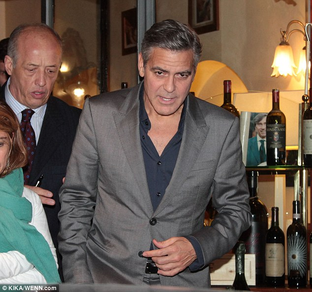 George Clooney at dinner in Milan Gg29