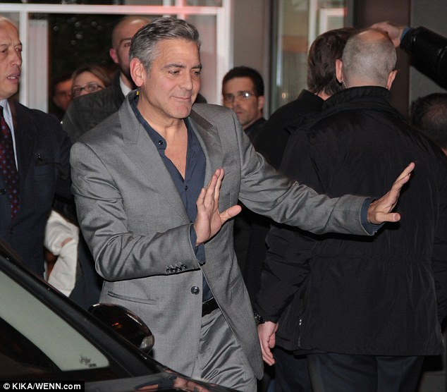 George Clooney at dinner in Milan Gg315