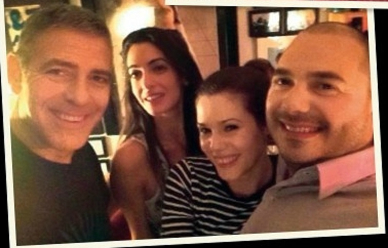 George Clooney and Amal on vacation in Tanzania and Seychelles - New Pics - Page 4 Selfi10