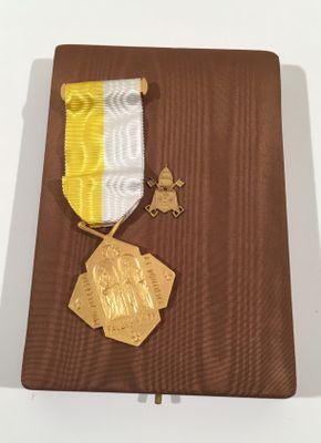 Décorations Papales 08110010