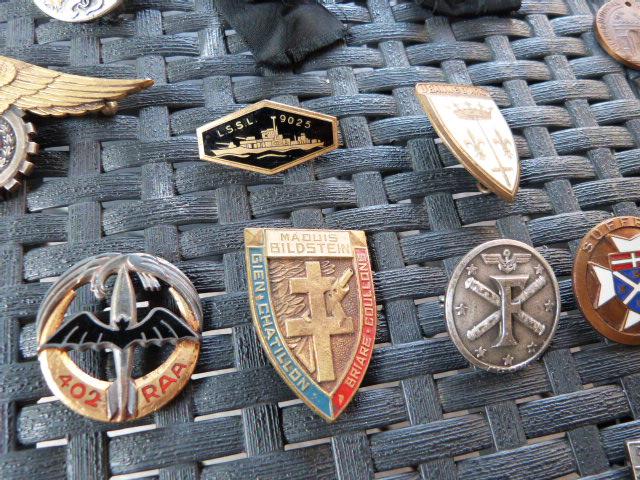 du varié : insignes, para, légion et casques adrian et marine Fr 2018-019