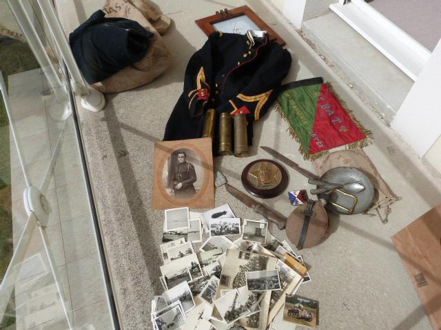 belle chine: fanion legion, marine française, allemand , gendarme,photos air  P1040451