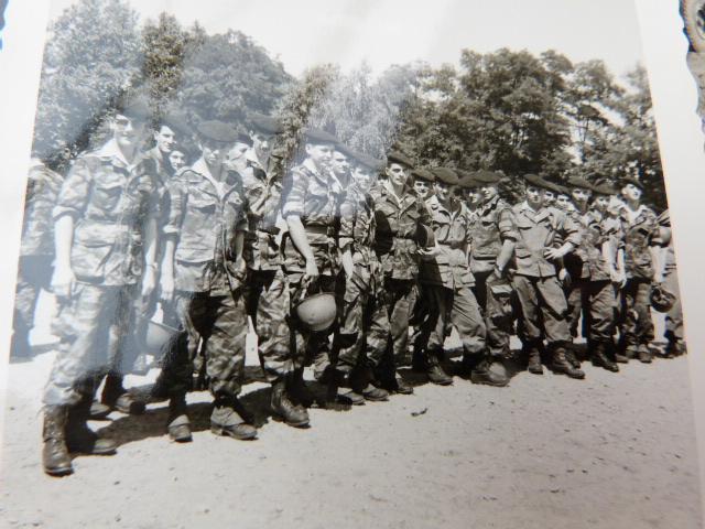 belle chine: fanion legion, marine française, allemand , gendarme,photos air  P1040470