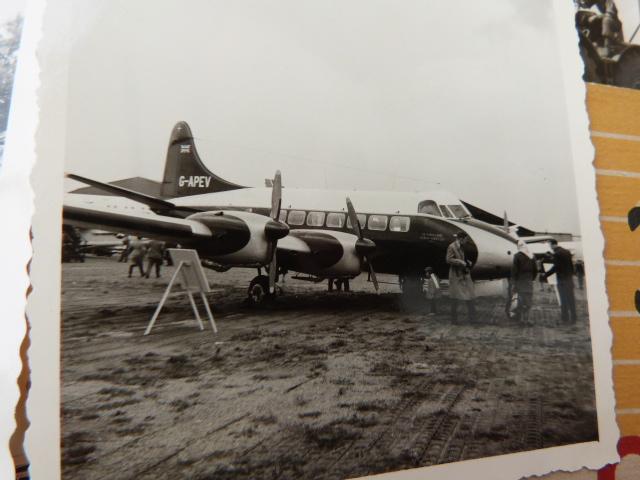 belle chine: fanion legion, marine française, allemand , gendarme,photos air  P1040471