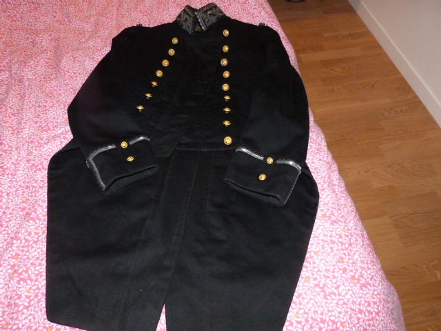 habit brodé d'officier de la marine un peu particulier ... P1040910