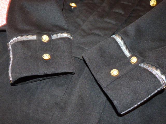 habit brodé d'officier de la marine un peu particulier ... P1040912