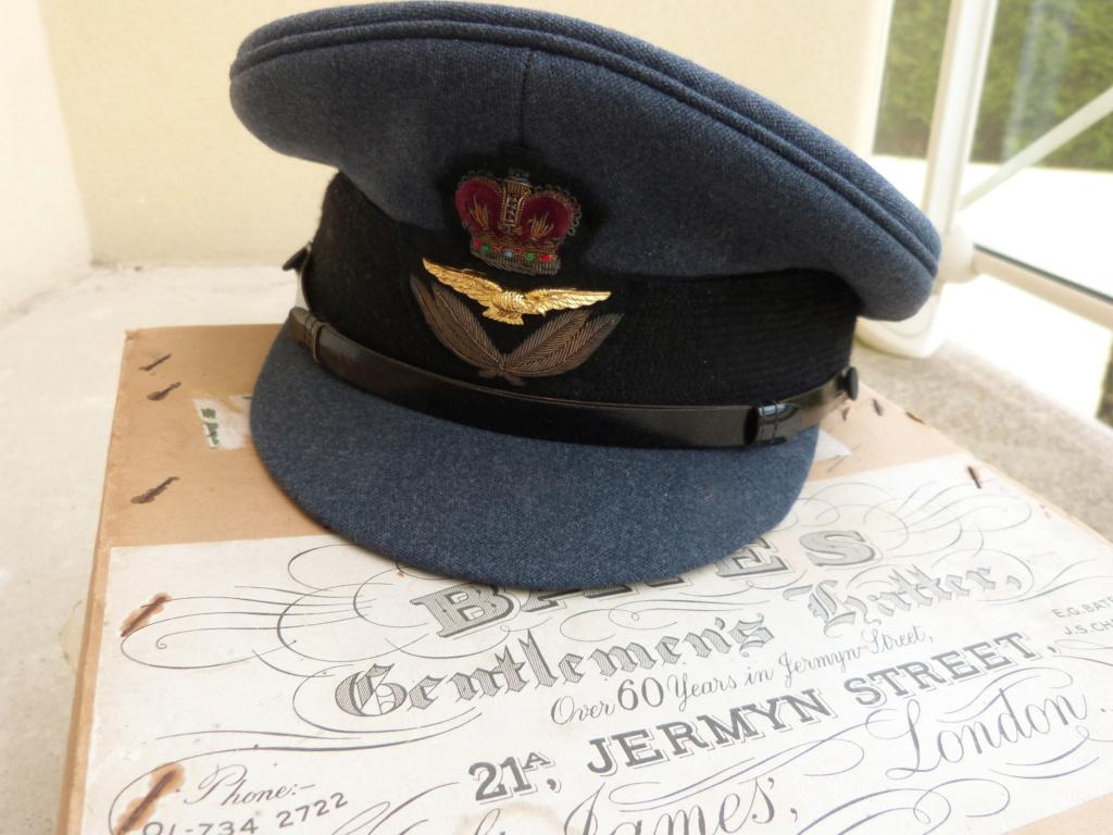 belle casquette et boite RAF, sous marin Bronze et ceinturon P1050849
