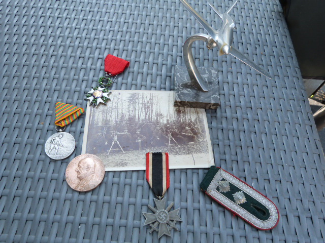 Avion art deco, médailles dont LH luxe et allemand WW2 P1060715