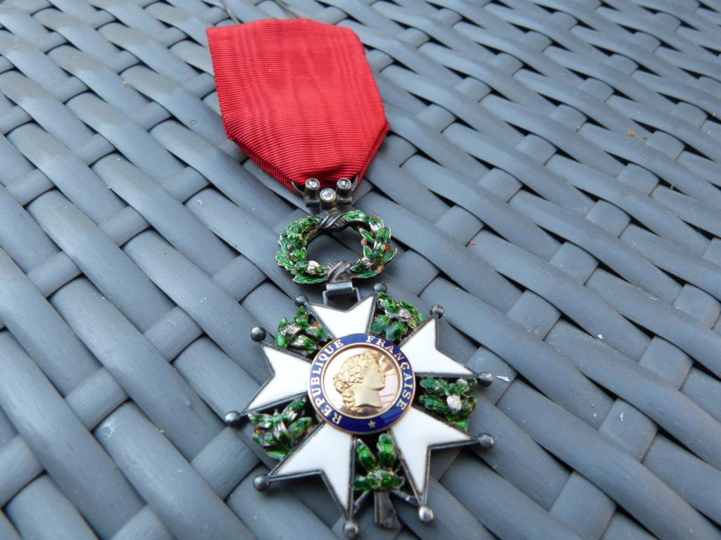Avion art deco, médailles dont LH luxe et allemand WW2 P1060716