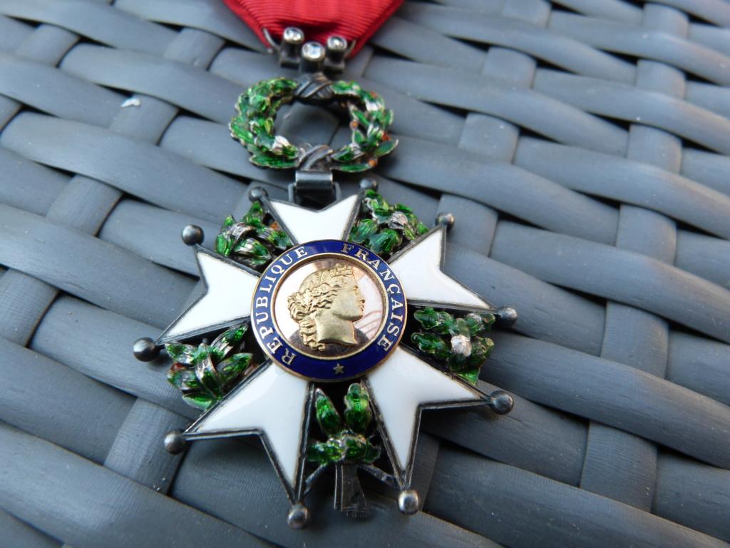 Avion art deco, médailles dont LH luxe et allemand WW2 P1060717
