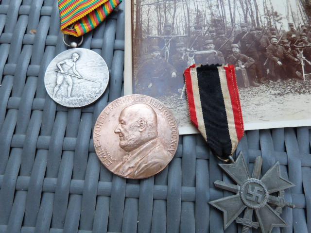 Avion art deco, médailles dont LH luxe et allemand WW2 P1060721