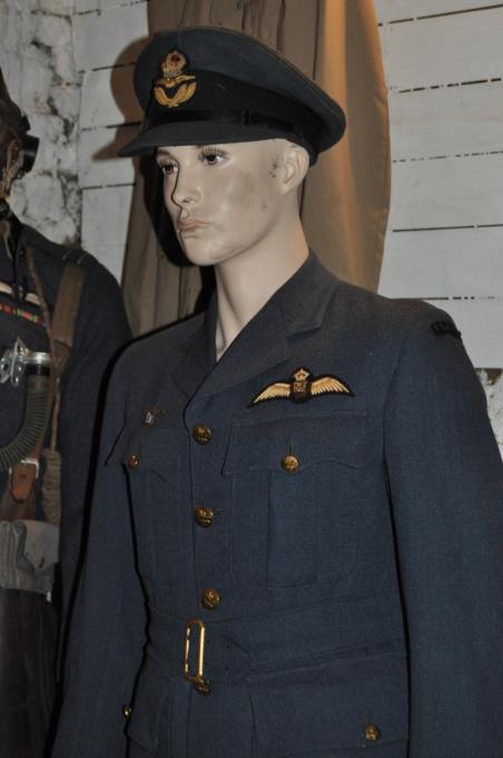 Bon pour une tenue FAFL reconstit ? (1944-45) Dsc_0010