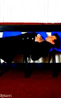 La galerie de la psychopathe à la boîte bleue Avamat32