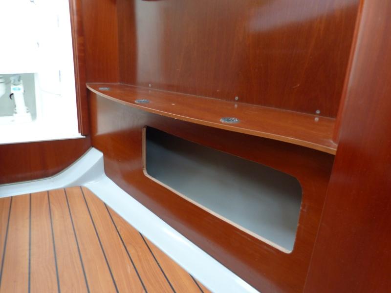 Un coffre supplémentaire dans la cabine avant P1050612